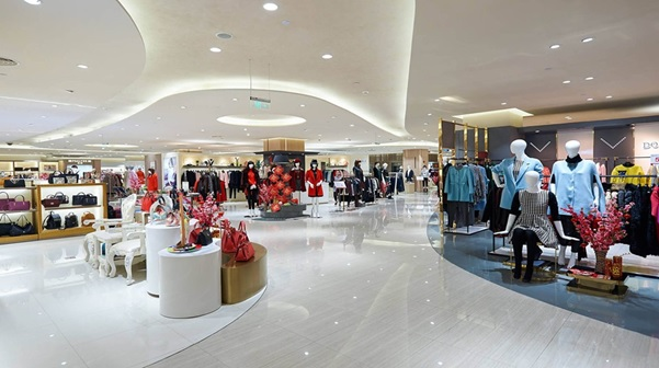 Trung tâm mua sắm tại Village Travel Plaza