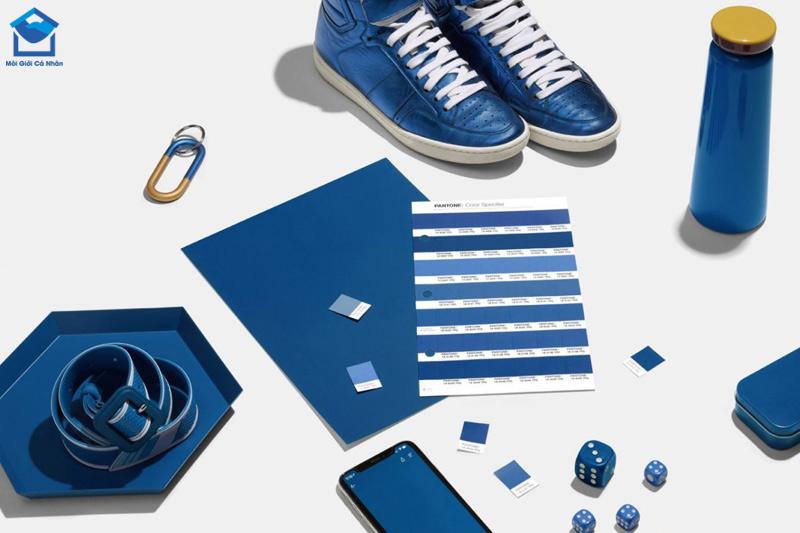 Màu xanh dương mang lại cảm giác an toàn và tự do, giúp tăng tính sáng tạo cho người tuổi Kỷ Tỵ