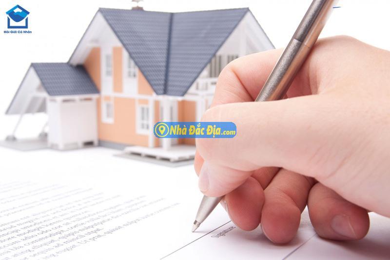 Khi đặt cọc, người mua nhà cũng cần lập thành văn bản và công chứng hợp đồng đặt cọc